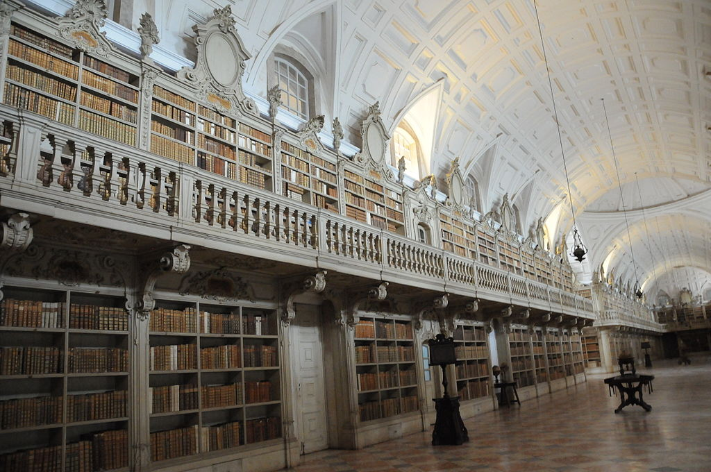 1024px-Library_of_the_Convent_of_Mafra_(2) by Joseolgon